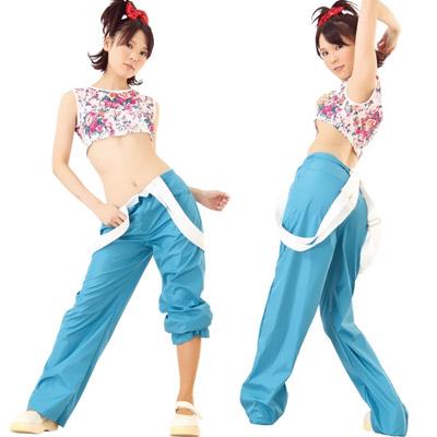 アイドル風コスプレ衣装のK-ダンス。